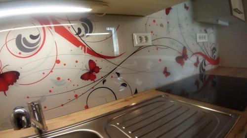 Polepitev kuhinjskih stekel